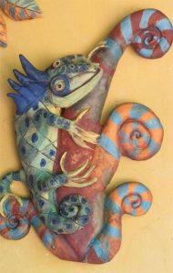 Kerámia falidísz színes kaméleonnal