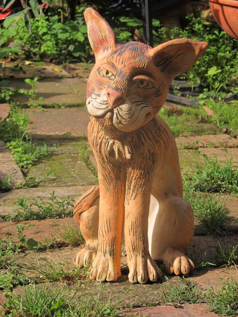 Kerámia macska szobor.