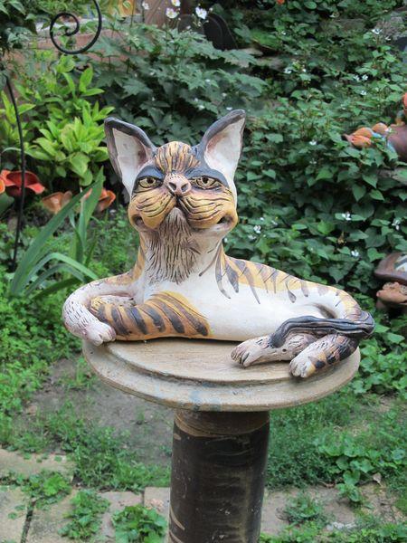 macska szobor fekvo 01 - Egyedi kerámia