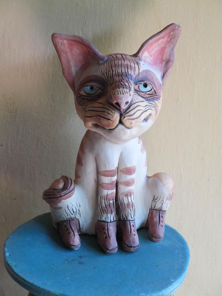 Ülő macska szobor kerámiából