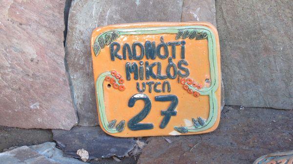 Kerámia házszám narancs alapon türkisz számokkal