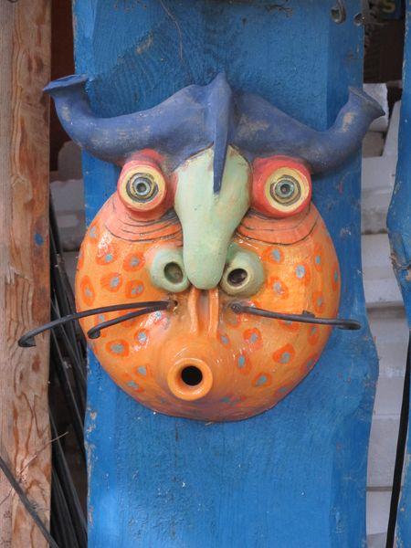 Kerámia vízköpő maszk kovácsoltvas bajusszal