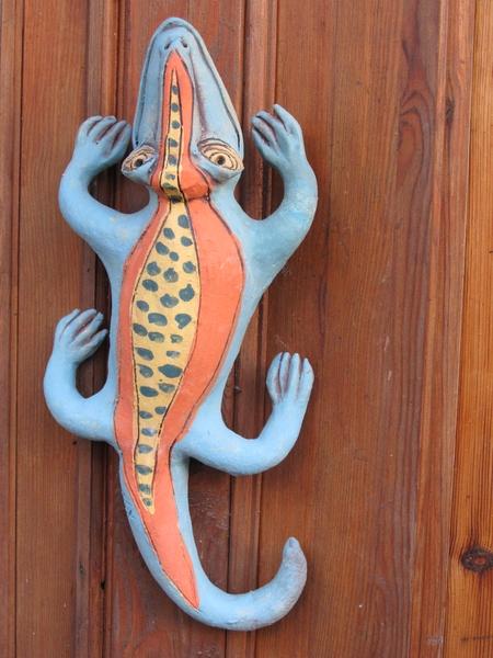 Kerámiából készült fali gyík szobor