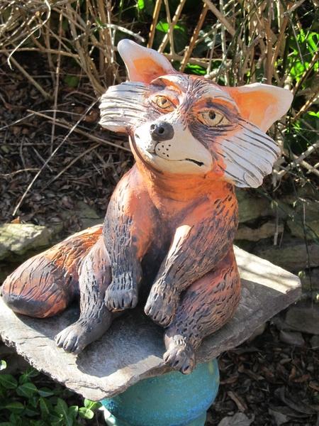 Kerámia macskamedve szobor.