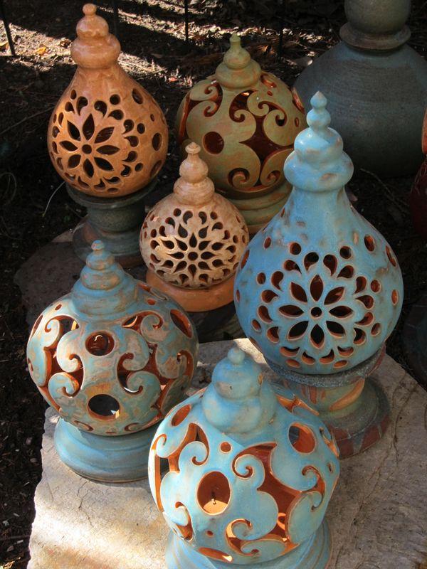 Kerámia asztali lámpások türkiz, rózsaszín és zöld színben.