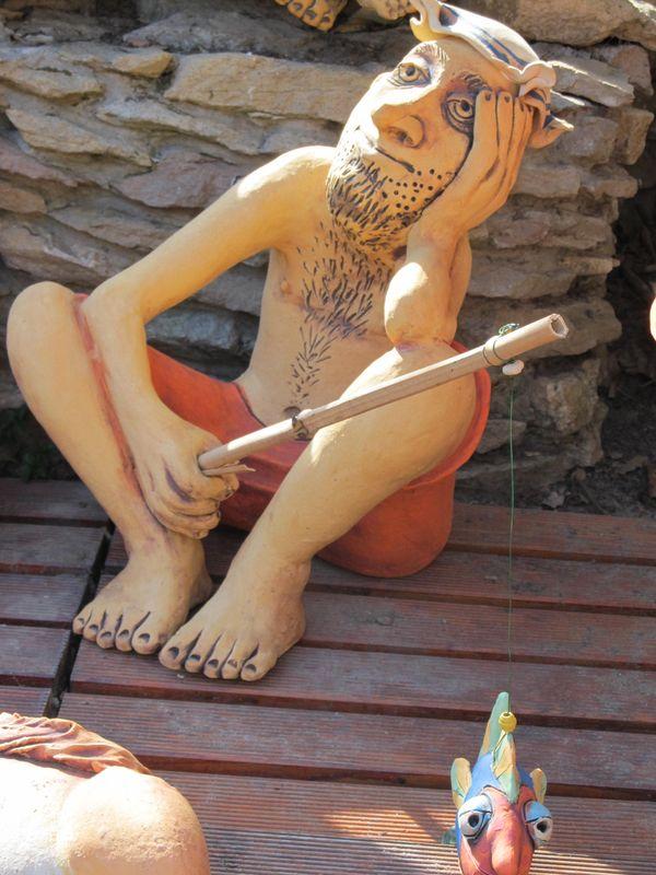 Kerámia pecás szobor.