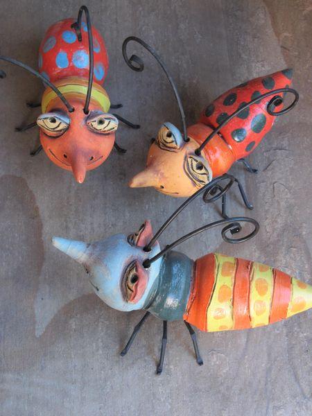 Kerámia bogarak vas lábbal és csáppal
